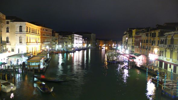 View south from the Rialto Bridge. The Gorillapod was placed on the balustrade over the canal.