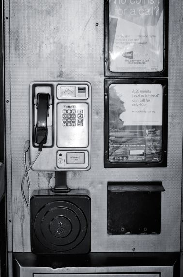 canon-500d-digital-slr-telephone-booth