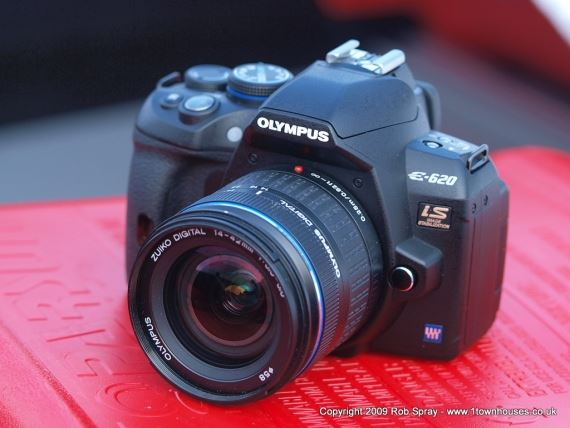 The Olympus E-620 and the 14-42mm kit lens
