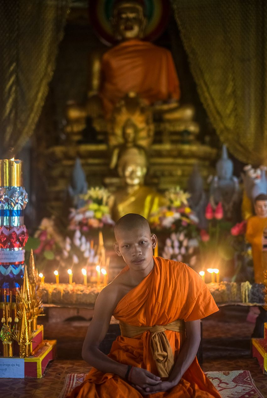 10-great-tips-for-travel-photography-Angkor-monk.jpg