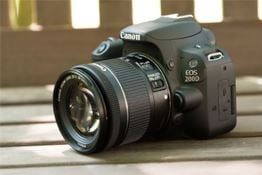 Should I Buy a Canon EOS 200D or 1300D?